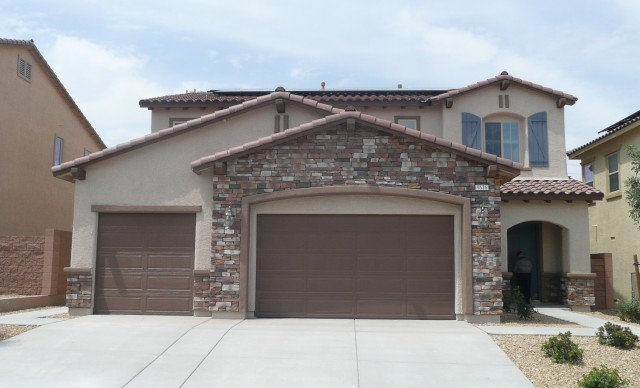 MOVIE-IN READY CENTENNIAL HILLS HOME